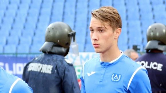 Талантът на Левски, бранителят Томислав Папазов, е пред трансфер в