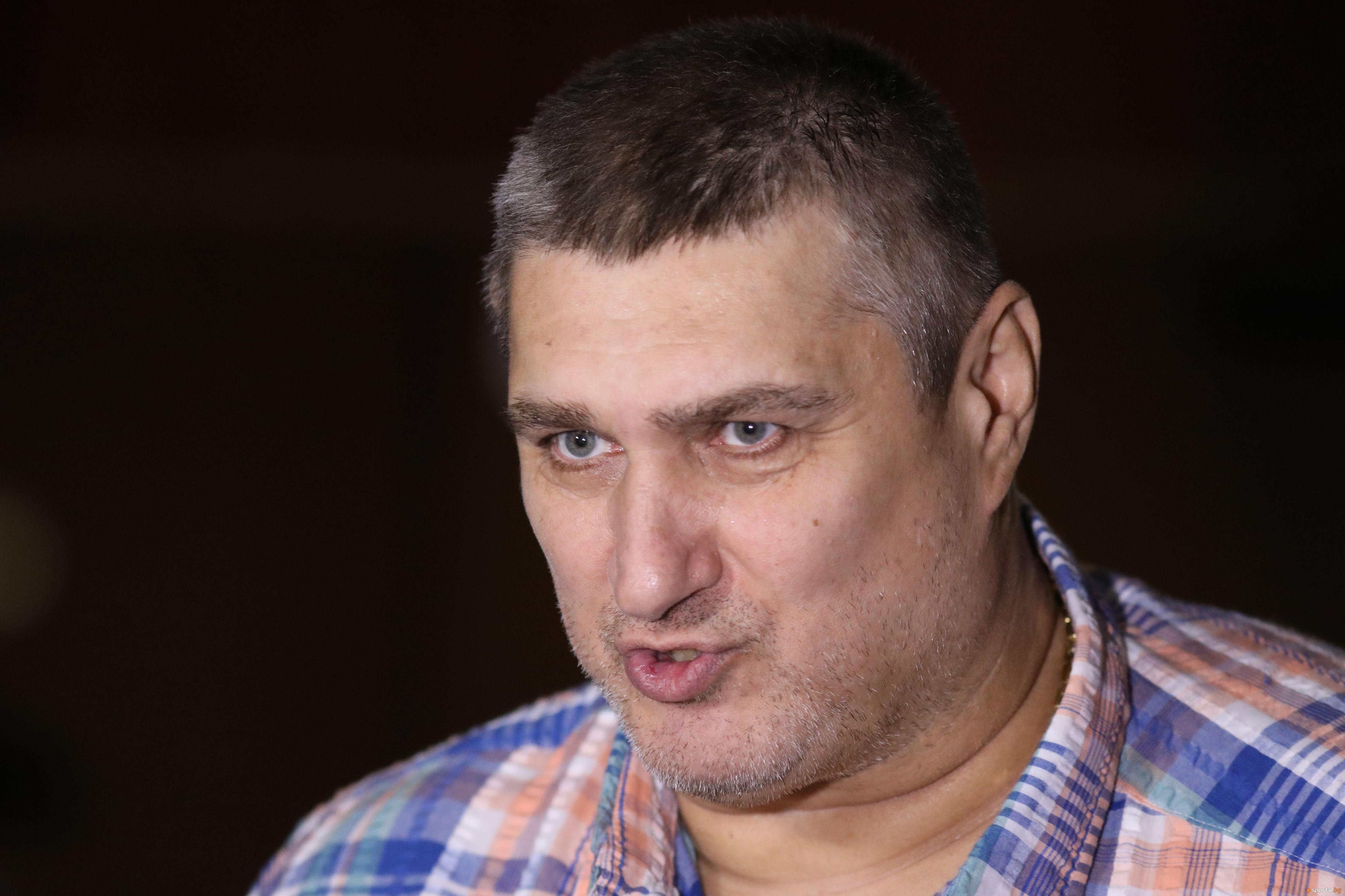 Президентът на Българска федерация по волейбол Любо Ганев говори пред