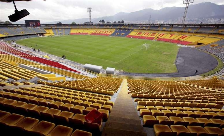 Колумбийската футболна федерация и нейни служители, включително членът на Съвета