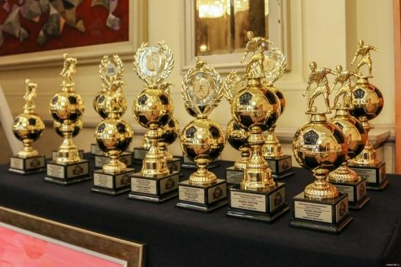Всяка година в края на футболния сезон Асоциацията на българските