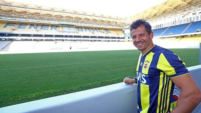 Ветеранът в състава на Фенербахче Емре Бельозоглу стана първият футболист,
