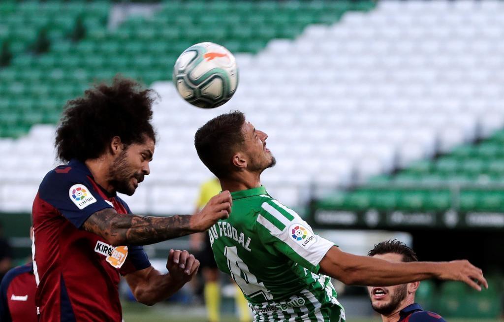 Отборът на Бетис спечели категорично с 3:0 срещу Осасуна в