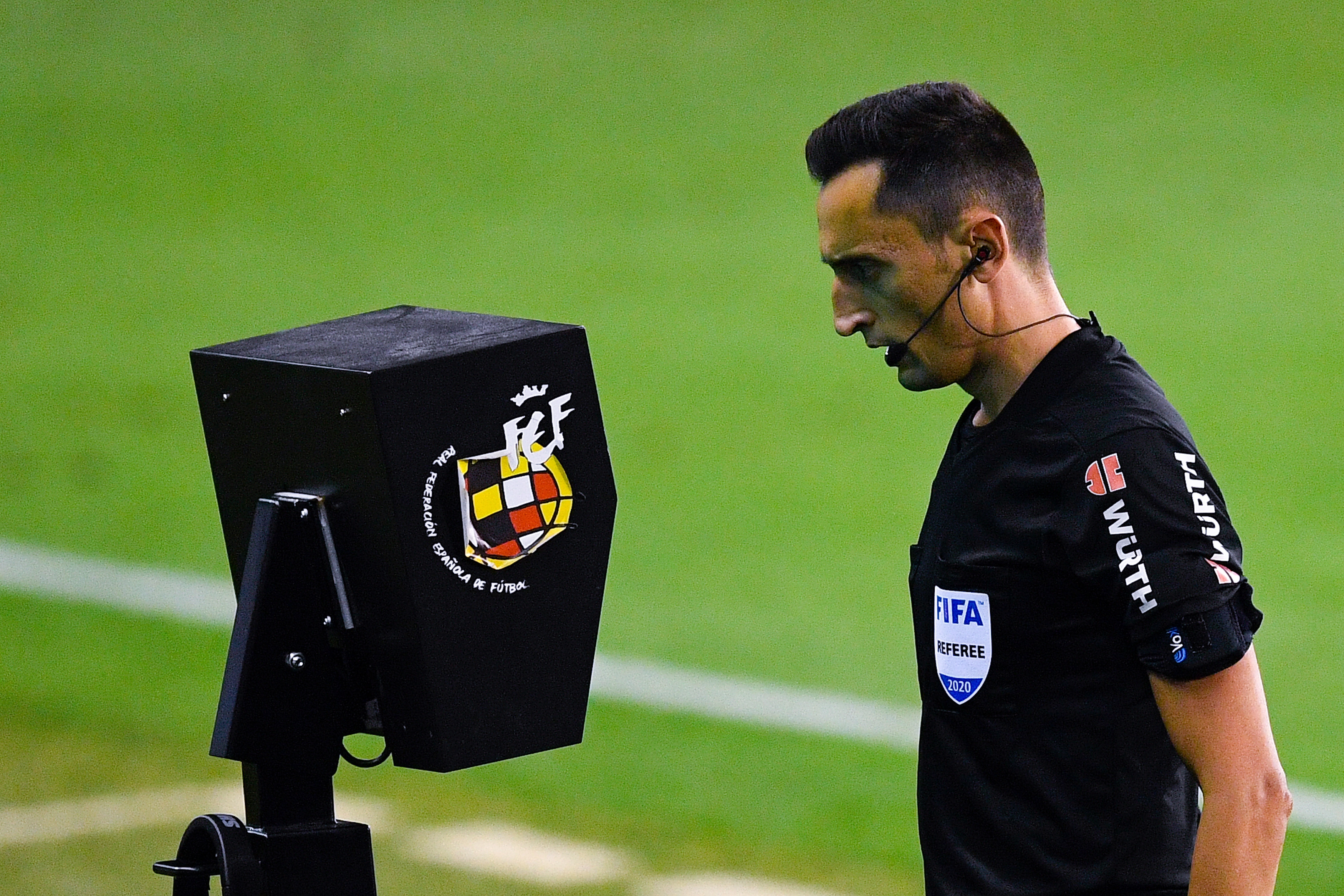 ФИФА иска системата за видеоповторения ВАР да се прилага по