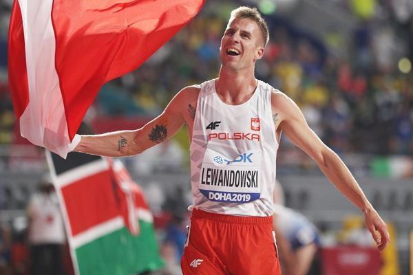 Полският състезател в средните бягания Марчин Левандовски ще атакува националния