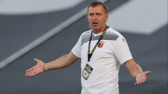 Наставникът на Локомотив (Пловдив) Бруно Акрапович обвини реферите за поражението