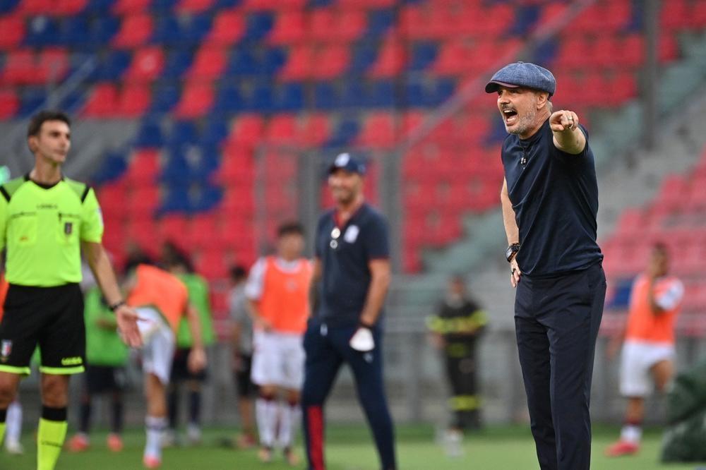 Треньорите на Болоня и Сампдория Синиша Михайлович и Клаудио Раниери