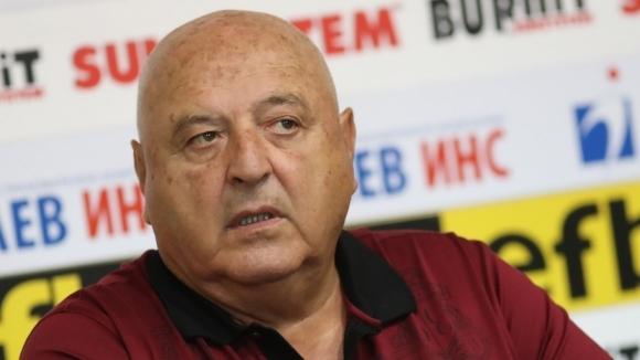Босът на Славия Венци Стефанов изрази недоумението си от реакцията