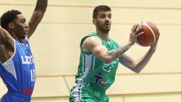 Баскетболният национал Станимир Маринов се е заразил с коронавирус на