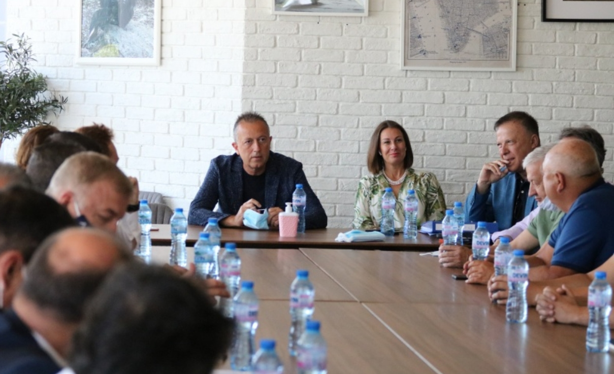 Българският футболен съюз бе домакин на среща между футболните клубове