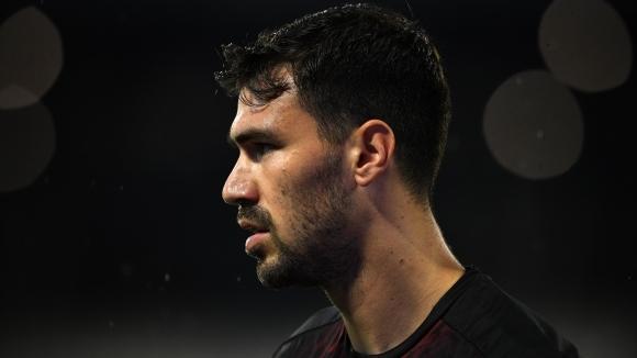 Капитанът на Милан Алесио Романьоли може да продължи кариерата си