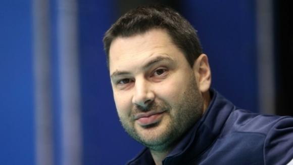 Старши треньорът на волейболния Хебър (Пазарджик) Атанас Петров говори пред