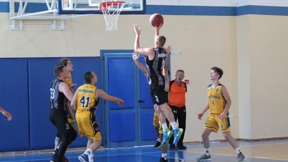 Плейофите в Националната аматьорска лига по баскетбол започнаха с изразителна