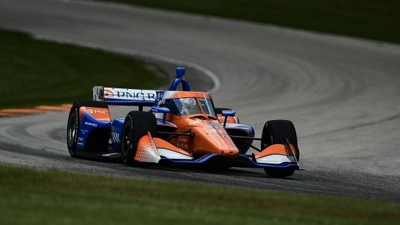 Пилотът на Chip Ganassi Racing, Скот Диксън триумфира в първото