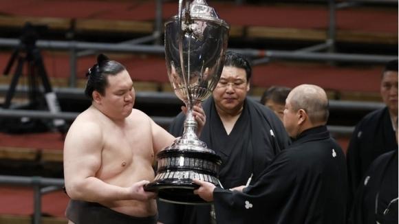 Турнирите за Купата на императора по сумо в Япония отново