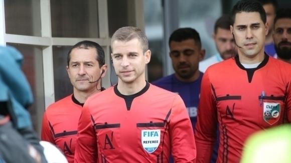 Младият международен футболен рефер Стефан Апостолов е взел решение да