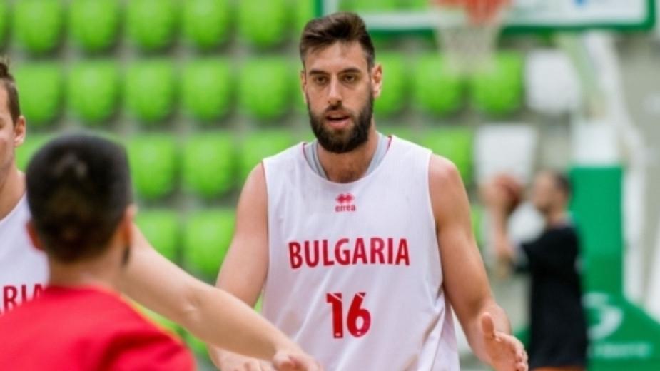 Българският баскетболен национал Николай Вангелов ще продължи кариерата си в