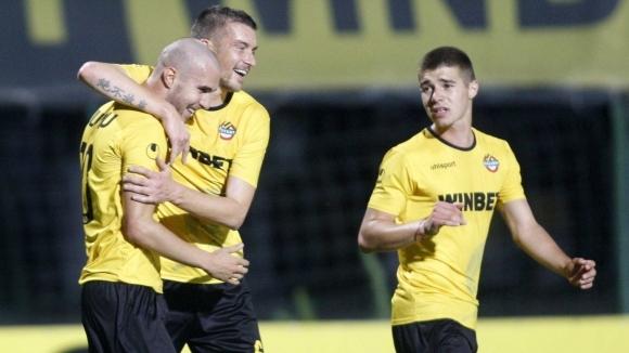 Ботев (Пловдив) стартира новия сезон с домакинство на Локомотив (Пловдив).