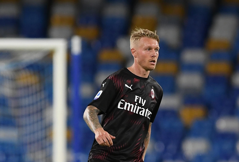 Милан обяви официално откупуването на Симон Кяер от Севиля. От