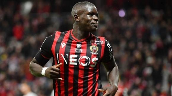 Арсенал иска да подпише с бившия централен защитник на Ница