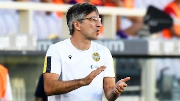 Старши треньорът на Верона Иван Юрич е наказан да не