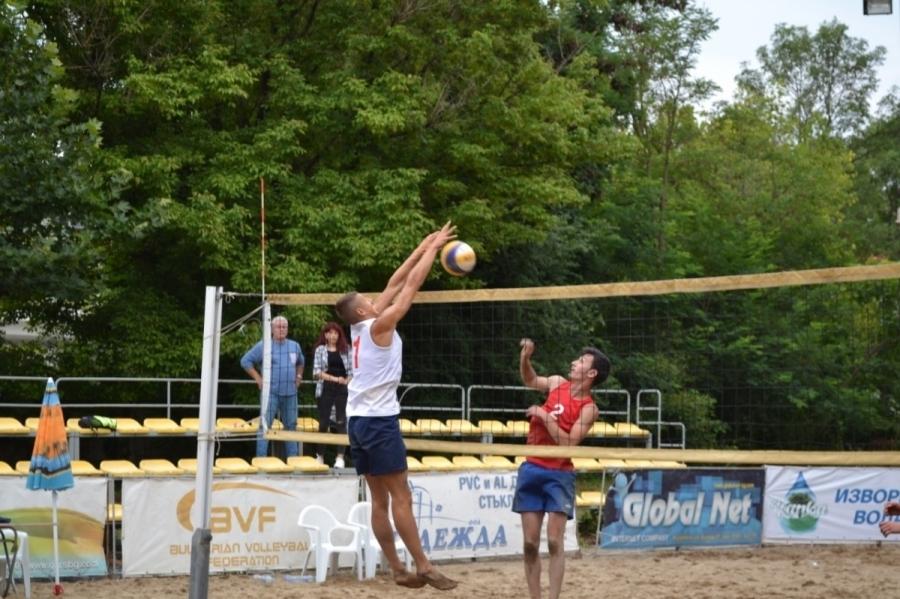 Комисията по плажен волейбол организира държавно първенство по плажен волейбол