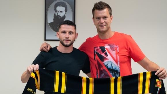 Мите Цикарски е един от петимата нови футболисти в Ботев