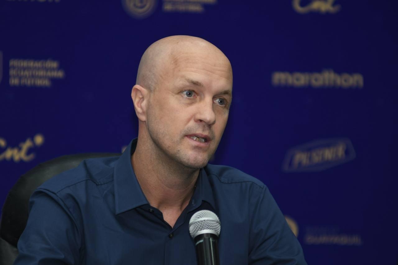 Жорди Кройф беше освободен от поста селекционер на националния отбор