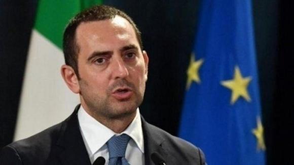 Спортният министър на Италия Винченцо Спадафора заяви, че футболните фенове