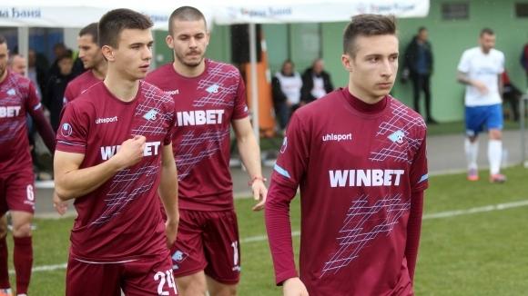 Отборът на Септември обяви официално, че четирима футболисти и един