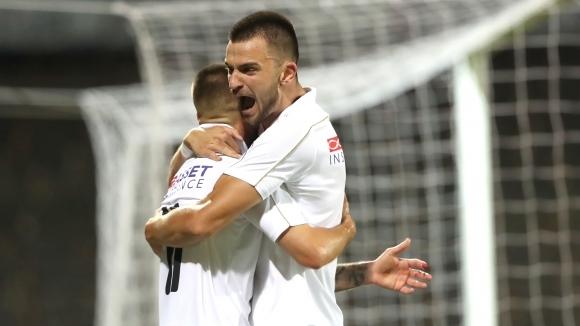 Славия победи третодивизионния Пирин Гоце Делчев с 2:0 в последната