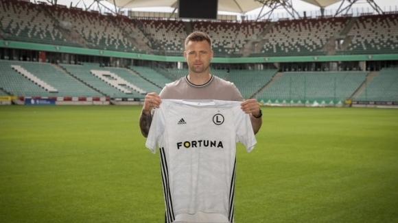 Полският вратар Артур Боруц се завърна в родината си и