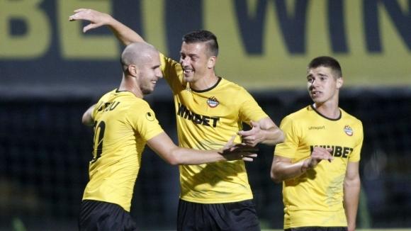 Ботев (Враца) обяви официално привличането на двама нови футболисти. Това