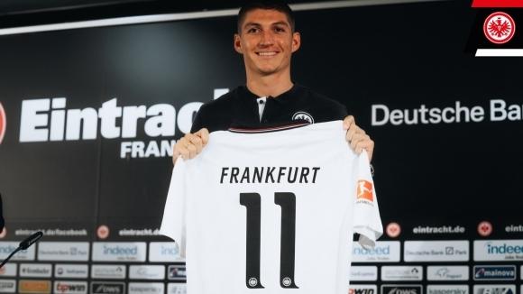 Елитните германски футболни клубове Хофенхайм и Айнтрахт размениха полузащитници. Швейцарският