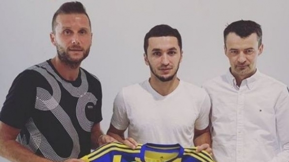Бившият футболист на Славия Сердер Сердеров премина в унгарския Мезьокьовешд.