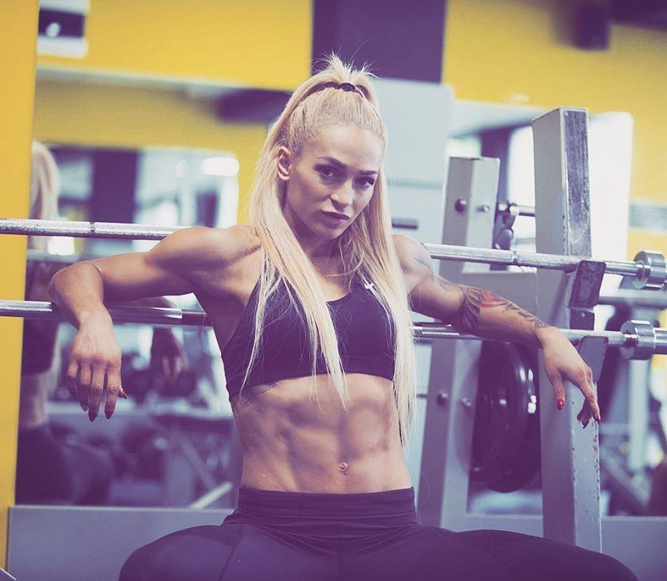 Албена Ситнилска впечатлява с красота, трудолюбие и дисциплина. Тя е