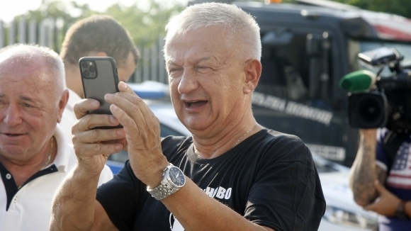 Колоритният собственик на Локомотив Пловдив Христо Крушарски отвърна в свой