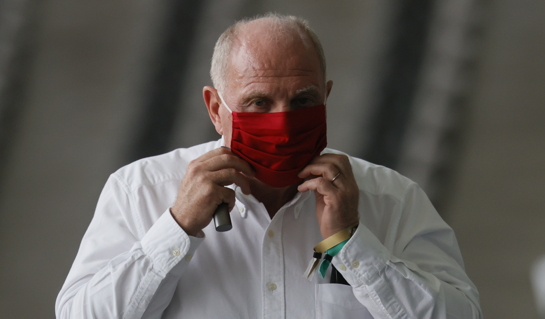 Почетният президент на Байерн (Мюнхен) Ули Хьонес призова бранителя Дейвид