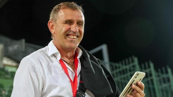 Старши треньорът на Локомотив (Пловдив) Бруно Акрапович смята себе си