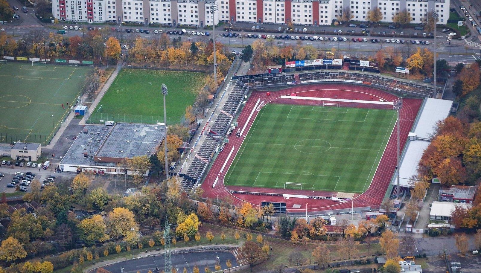 На Манчестър Юнайтед може да се наложи тренира на стадиона