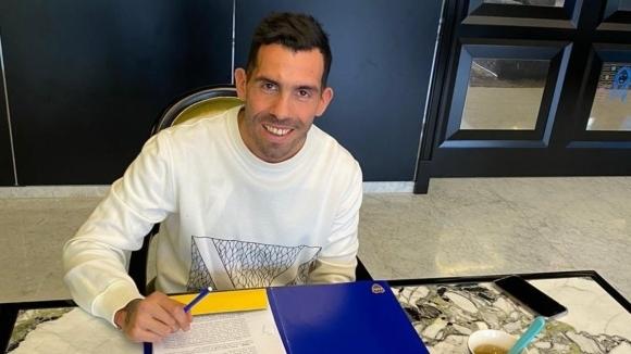 Капитанът на Бока Хуниорс Карлос Тевес подписа нов договор, който