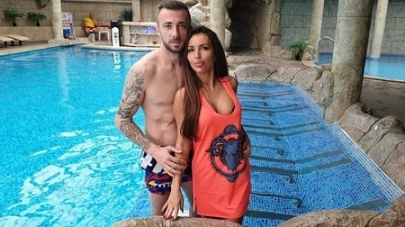 Футболистът Мартин Тошев се е оженил за сексбомбата Надя Кузева,