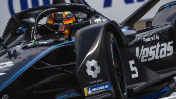 Пилотът на Mercedes Щофел Вандоорн ще стартира първи в последния
