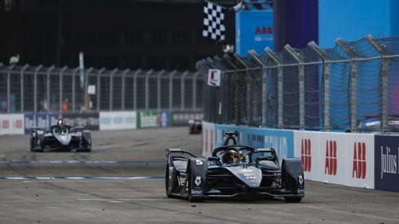 Белгиецът Щофел Вандоорн записа своята първа победа във Формула Е
