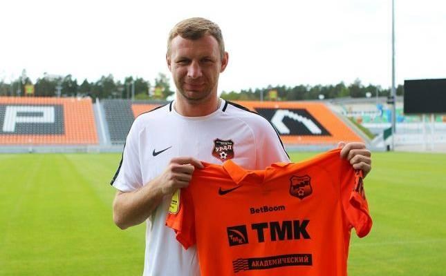 Бившият защитник на Владимир Риков ще продължи кариерата си в
