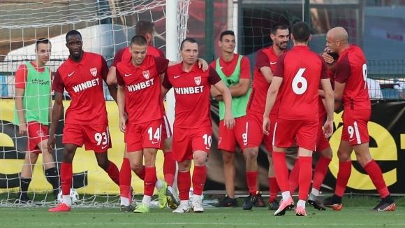 Билетите за домакинството на лидера в Първа лига срещу ще