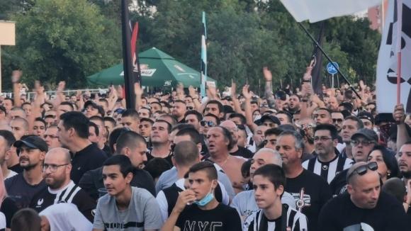 Феновете на Локомотив (Пловдив) не спират да подкрепят своите любимци