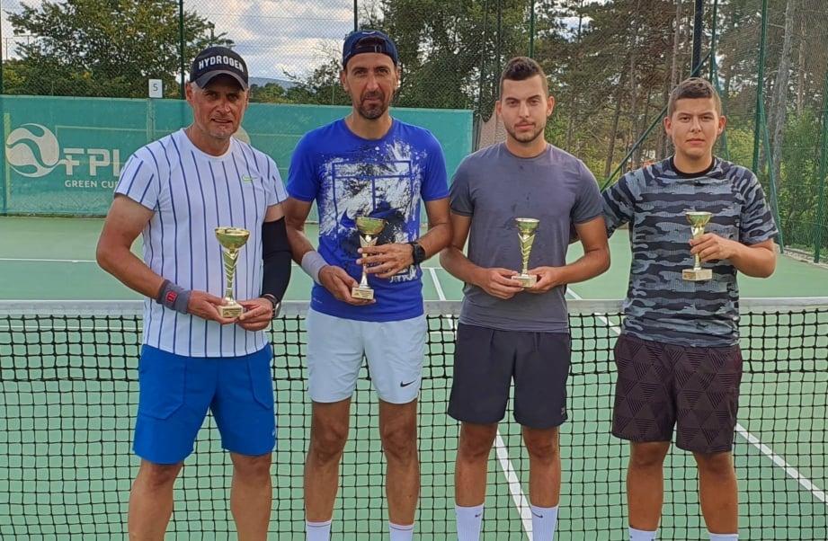 Архитекти триумфираха на двойки мъже в поредния турнир на семейната
