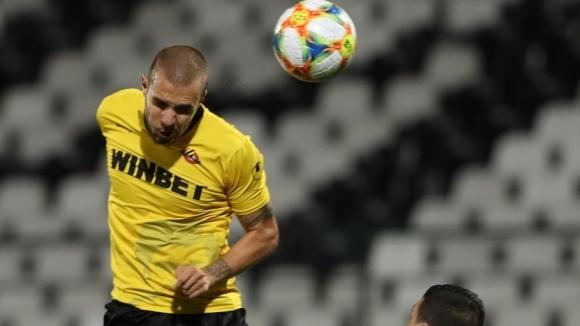 Бившият футболист на Ботев (Пловдив) Антонио Вутов ще продължи кариерата