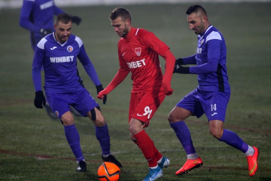 Венцислав Христов е футболист на Славия.Нападателят е започнал тренировки на