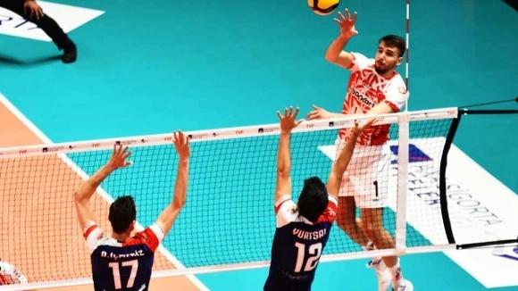Волейболният национал Мартин Атанасов и неговият Зираатбанк (Анкара) записаха втора